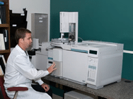 A scientist conducting GC/MS analysis at Innovatech Labs