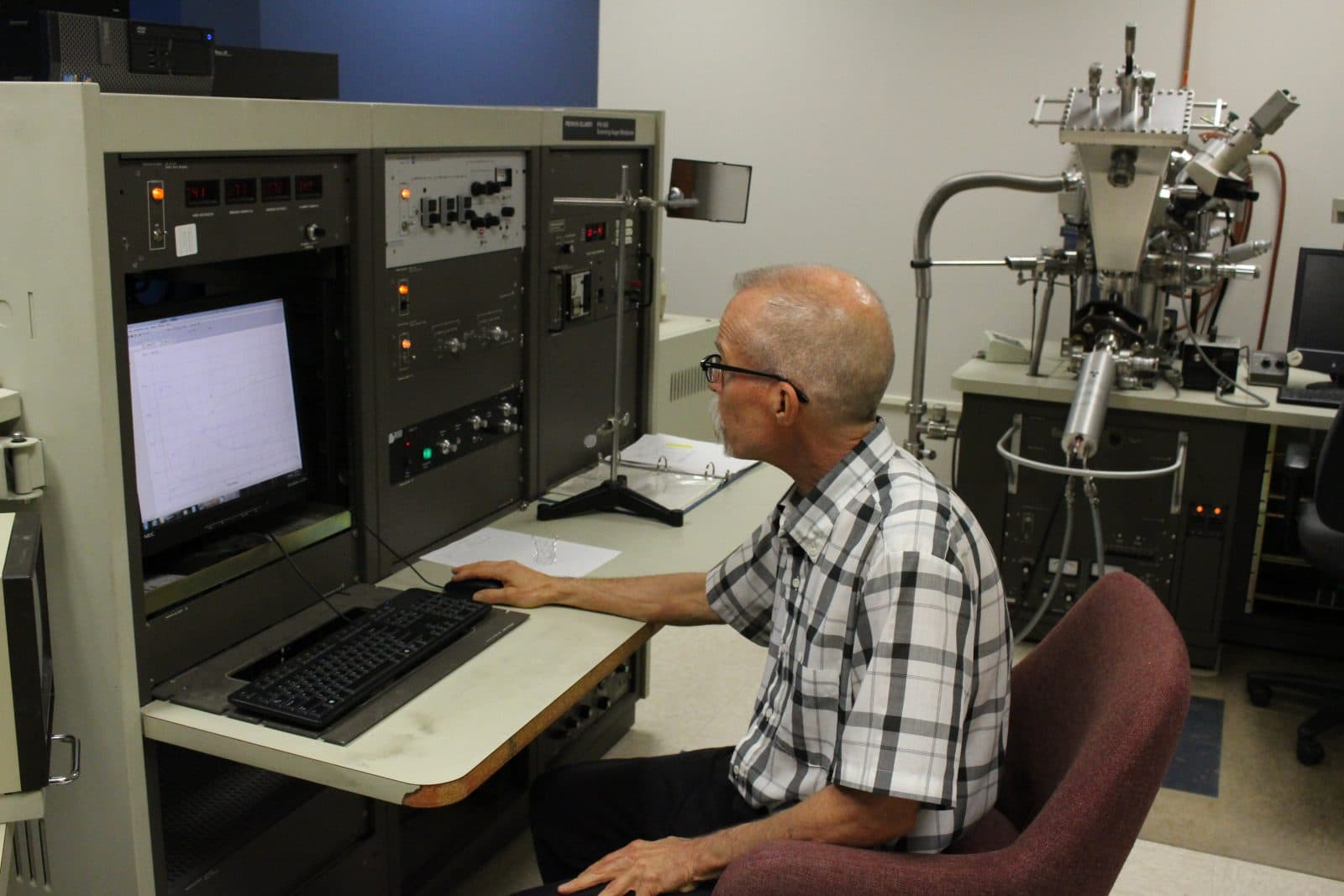 Auger Electron Spectroscopy (AES)